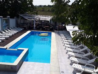 Casa/Villa Cu Piscina. Chirie la 2700 Euro/Luna.