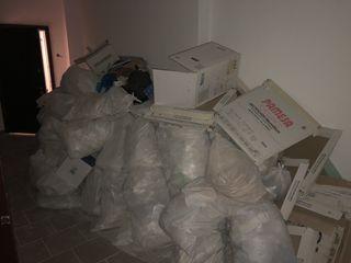 Evacuarea gunoiului...bus,zil.hamali