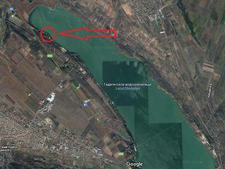 Участок под строительство на берегу озера. 52 сотки.