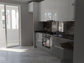 Centru,Apartament cu 2 camere+living,72 m2,EXFACTOR!!!!!!