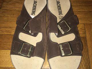 Vînd sandale din piele întoarsă