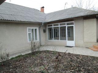1 этажный котельцовый дом , 230 кв.м на 6 сотках в начале Дурлешть, на главной ул.Т.Владимиреску 38