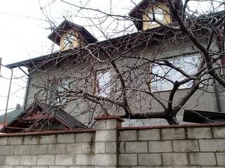 Дом 2 уровневый+прилегает 2ком.квартира  Меняю на квартиры