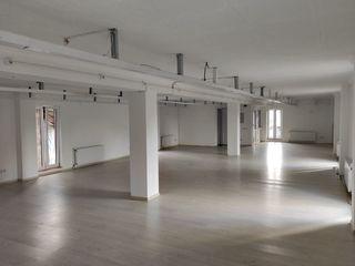 Коммерческое помещение/ производство/ офисы в Бельцах + Дом