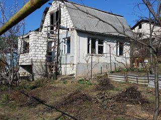 Vînd casa cu gradina (total 6ari), la 3km de la Chisinau