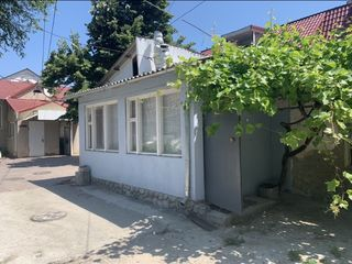 Apartament la sol cu încălzire autonomă. 42 000 € Centru