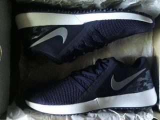 Nike Varsity Compete Trainer новые кроссовки оригинал .