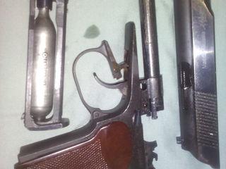 продам   пистолет     ПМ    серия  36   или  38   точно  не  знаю  но  он   прототип  боевой   новый