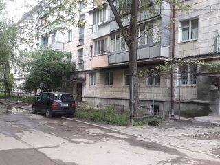 Apartament la et.3 din 5,mijloc,68 m.p.