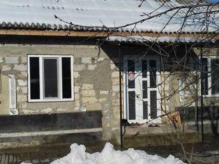 Vind casa in Vorniceni, 400 metri de la traseul Chisinau Nisporeni!!