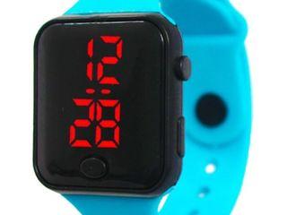 Детские  часы с LED  подсветкой=50лей