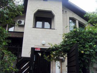 Casa lux  in centru , bazin, sauna- 1200 euro