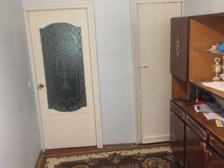 Se vinde apartament cu 3 odai etajul 3 din 4 sectorul botanica.