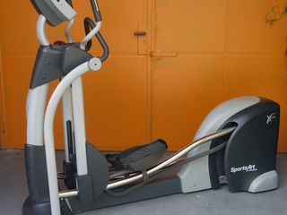Эллиптический тренажер SportsArt E870 (регулируемая длина шага 432-740 мм )