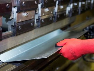 Услуги гибки металла (листового проката)Длина сгиба 4 метра усилие 100 тон