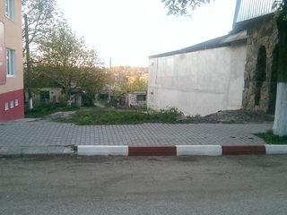 Продам участок земли в центре г. Окница ( проект и разрешения на постройку)