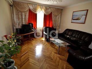 Dau in chirie apartament cu 3 camere in centru cu euro reparatie