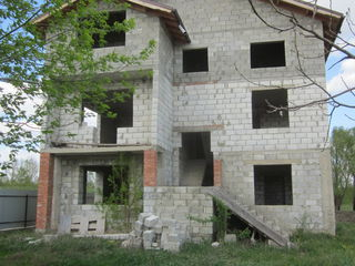 Подаю 3-х этажный дом в Реуцелах !!! 32000 евро