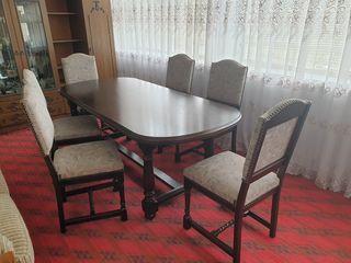 Masa cu 6 scaune.