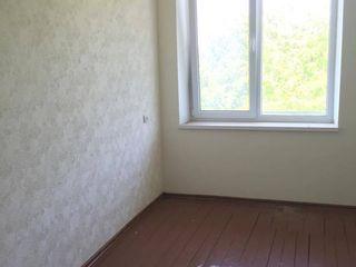 Se vinde apartament cu 3 camere în centrul s. Pelivan!