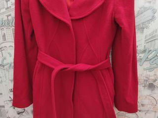 Продам пальто зимнее и осенне - весеннее в отличном состоянии.