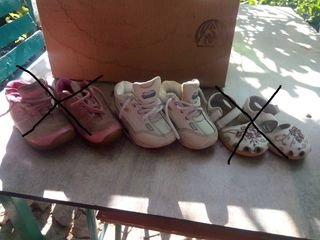 Pantofi si sandalute in stare buna pentru copii, o parte ortopedici