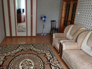 Se vinde apartament 62 m2, et.2, centrul or. Drochia (Дрокиевчанка). Posibil in rate!