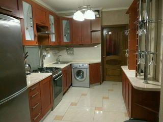 Bloc nou !!! Apartament cu 3 camere 380 euro Cuza Voda 18/2
