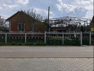 Продаётся дом в хорошем месте в центре с.Гура Кайнарулуй с мебелью.