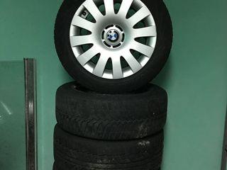 BMW 205 55 R16 с дисками. vredestein-2 шт aeolus-2 шт. с дисками
