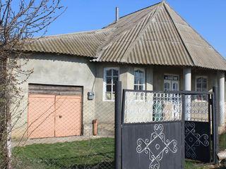 Se vinde casa sau schimb pe apartament in Chisinau , cu adaos de la mine