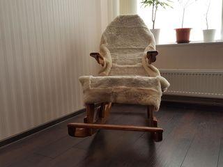 Стул, ручная ювелирная работа из трех сортов натурального дуба, без гвоздей/саморезов – 3000 лей.