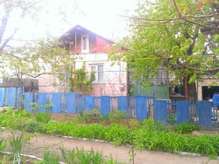 Vind sau schimb Casa in centrul orasului Rezina!