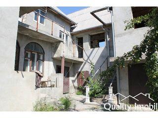 De vînzare sau schimb, casă 3 etaje, 10 odăi, 17 ari, 31500 euro