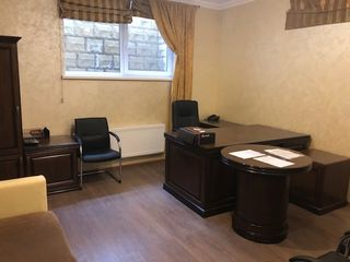 Spatiu comercial, oficiu, mobilat.  офис с мебелью pert negociabil.