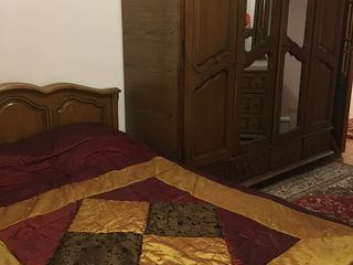 apartament mobilat cu 3 odai, in centru sec Buiucani linga Flacara