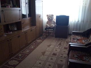 Vind apartament cu 3 odai mobilat gata de trait doritori ma pot contacta...!