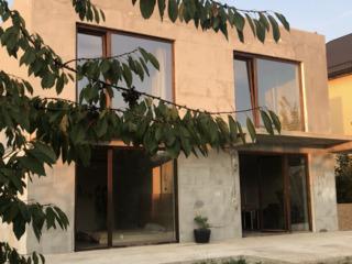 Срочно просторный дом в современном стиле лофт, 250кв.м, двухсветное пространство, три этажa. торг!