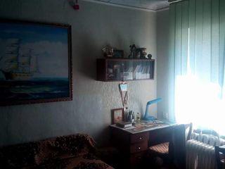 Se vinde apartament cu 3 odăi preț 18000 euro (negociabil).Clădirea lângă Consiliul Raional Călărași