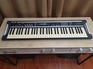 Синтезатор Korg X50, Профессиональный сценический инструмент, Весит всего 3,7кг. 61 клавиша.