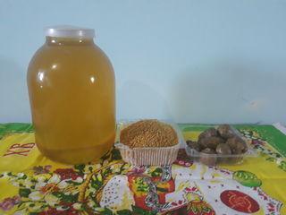 Vindem miere de salcîm inpolen proaspăt congelat și propolis