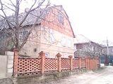 Продаём двух этажный дом с мансардой все камуникации,мебелирован,12соток земли, можно в кредит!!!