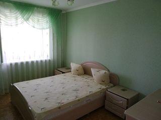Продается 3- комнатная квартира 72 кв.м. середина, все комнаты раздельные, большой балкон, с мебель