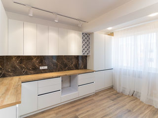 Se vinde apartament cu 2 camere ;i living, 77500 €
