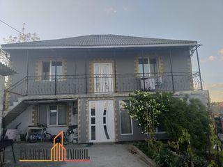 Vă oferim spre vânzare casă cu 2 nivele, suprafața totala de 200 m.p., teren 6 ari! 72 500 €
