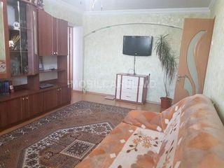 Продается  3-х комнатная квартира в центре -40000