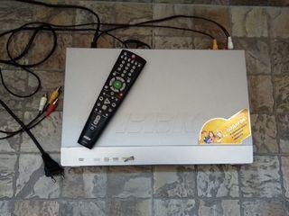 Продаю DVD-плеер BBK DV318SI (караоке)