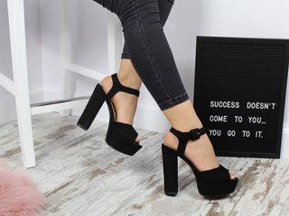 Отдаю почти даром только потому что не могу уже носить каблуки.. Качественная итальянская обувь, 40р