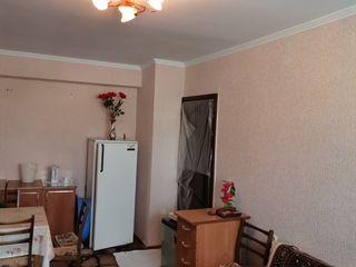 Продается  комната 21 кв. м. на 3 этаже 5-ти этажного дома, середина, комната большая. Цена 8900 евр