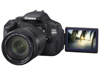 Фотоаппарат зеркальный Canon EOS 600D Kit 18-135 IS Black